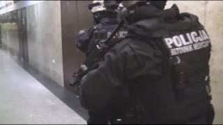 Student z karabinem maszynowym wziął zakładników. Ćwiczenia na KUL