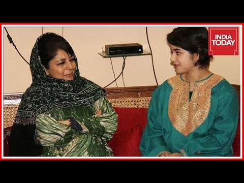 Dangal Star,  Zaira Wasim Apologises After Being Threatened For Meeting Mehbooba Mufti