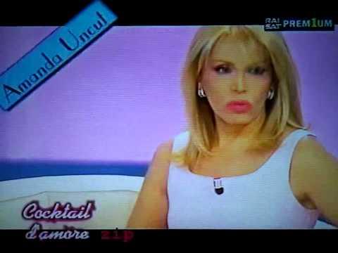 Fuori Onda di Amanda Lear a Cocktail D'Amore (Rai 2 - 2002)