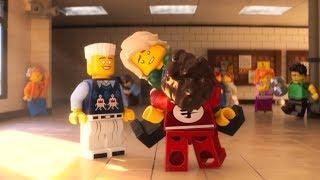 """LEGO® NINJAGO® Il film - Clip dal film in italiano """"Ciao amico teenager"""""""