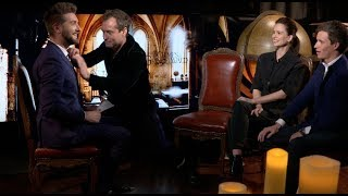 Download Video Fantastic Beasts Grindelwald Interviews - Redmayne, Ezra Miller, Law, Waterston, Kravitz,Claudia Kim MP3 3GP MP4
