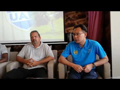 Komen Datuk Ong Kim Swee & Aidil Zafuan Abd Radzak serta jurulatih New Caledonia, Thierry Sardo