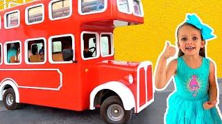 Детская песня - Колеса у автобуса крутятся #2 | Песни для детей от Майи и Маши