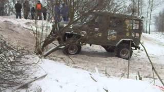 УАЗ без блокировок с военными мостами в скользкую горку