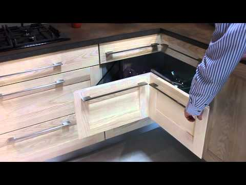 Cuisineeffet rouille tiroir angle youtube for Armoire en coin cuisine