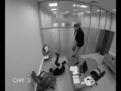 employee knocks out his boss cos of lottery