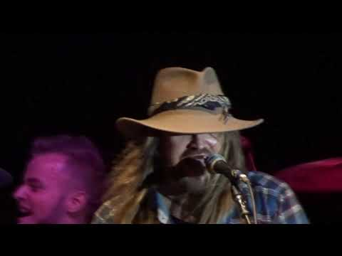 """billy-ray-cyrus-2019-08-16-""""old-town-road"""""""
