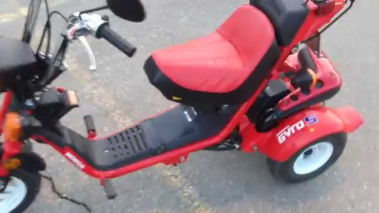 Image gallery honda 3 wheel motor scooter for Motor scooter 3 wheels