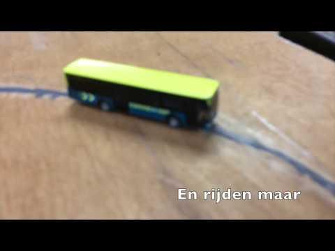 Faller bussen rijden met magneetverf