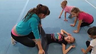 Растяжка у младшей группы / Stretching the younger group
