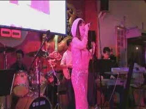 "Nha Phuong ""Biet Noi Gi Day"""