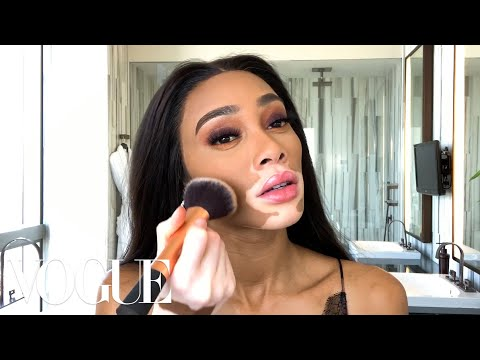 Winnie Harlow's Afterparty Beauty Look — Just in Time for Fashion Week | Beauty Secrets | Vogue. http://bit.ly/2Zmutg8