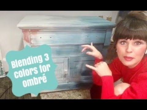 Blending 3 Colors For an Ombre Painted Furniture Makeover
