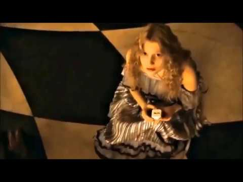 Alice In Wonderland (2010) - Girl Grows