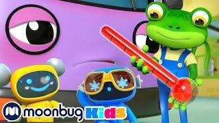 Bobby el Autobús se Enferma - Garaje de Gecko | Caricaturas para Niños | Moonbug en Español