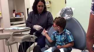 Primeira vez no dentista para Ben e Laurinha parte 2 june 2015