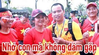 Bố mẹ Hồng Duy hy sinh vì đội tuyển Việt Nam - CĐV tặng thầy Park món quà quý