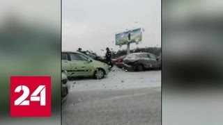 Более двадцати автомобилей на МКАДе попали в аварию