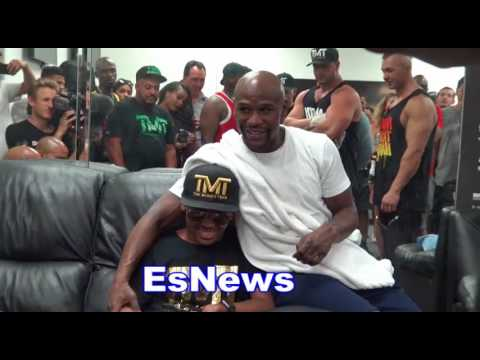 Floyd Mayweather Very Kind To A Kid In The Gym - EsNews Boxing