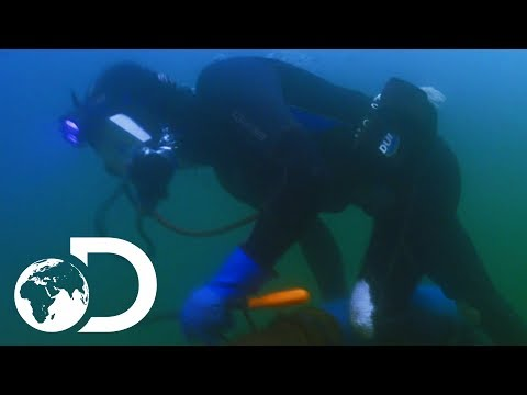 Diver Fights For His Life When Oxygen Supply Cuts Out | Gold Divers