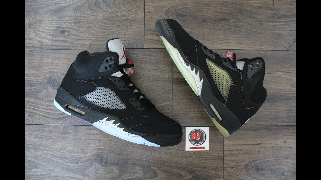 new product fdebc ae3c1 Comparison - Air Jordan 5 V Retro Black Metallic Silver (2000 vs 2016)