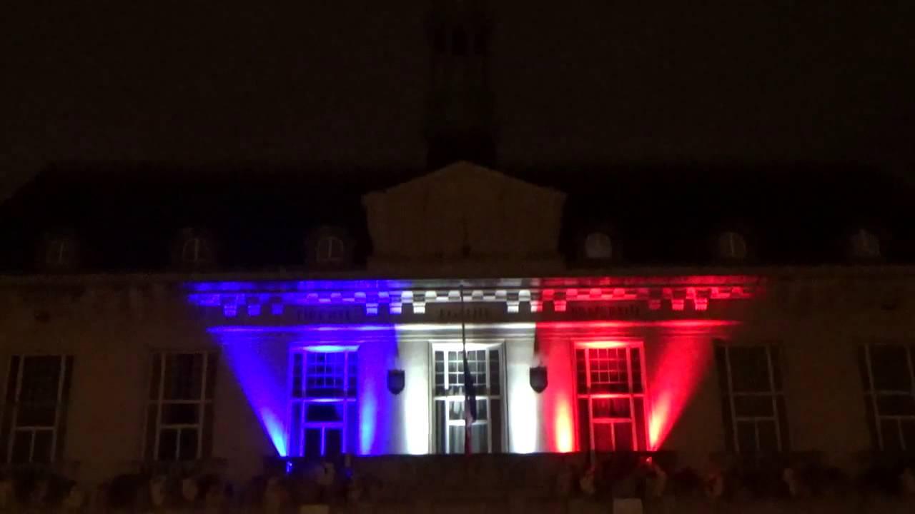 La mairie d u2019Aulnay sous Bois aux couleurs du drapeau bleu blanc rouge suite aux attentats de  # Déchetterie Aulnay Sous Bois