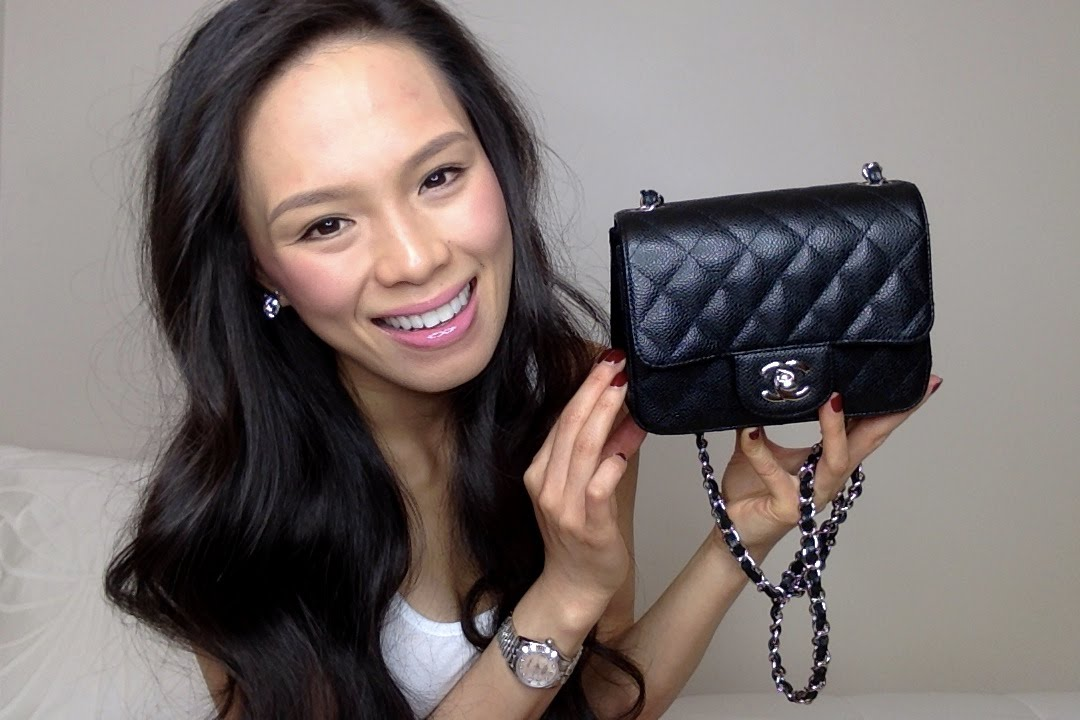 1df1113e6385 What's In My Bag ? | Chanel Mini Flap - YouTube