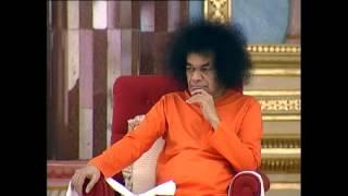 Prasanthi Mandir Bhajans... BHAJAMANA SHYAMA SUNDARA GIRIDHARI....