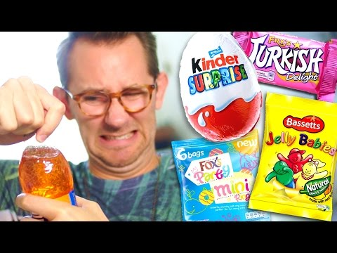 Download Youtube: AMERICAN TRIES BRITISH SWEETS!
