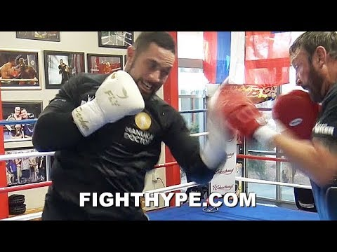 """JOSEPH PARKER DISPLAYS AGGRESSIVE """"KILLER INSTINCT"""" COMBOS; LIGHTS UP MITTS WITH SPEED & POWER"""