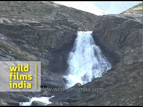 Waterfall en route Amarnath cave