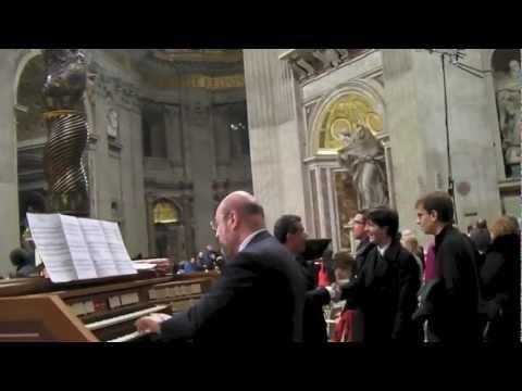 Francesco Iannitti suona l'organo di S. Pietro in Vaticano