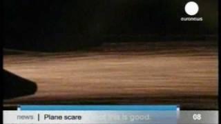Паника среди пассажиров - в самолете загорелось крыло. Аварийная посадка самолета.(http://hutko.net Очень страшные моменты пришлось пережить пассажирам Боинга-747 Австралийской компании совершавше..., 2010-09-01T20:50:22.000Z)