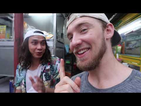 EATING MORE Indonesian Street Food!! (Sate Padang Ajo Ramon + Nasi Goreng)