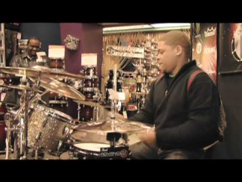 dj sean presents drum off 39 09 guitar center chicago store 330 youtube. Black Bedroom Furniture Sets. Home Design Ideas