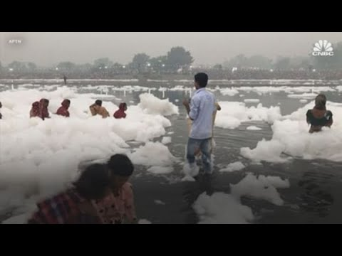 India's extreme air pollution causes toxic foam on Yamuna river