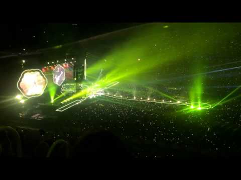 Yellow - Coldplay Live in Sydney, Australia