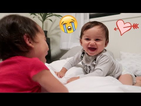BABY BROTHER AND SISTERS EXTREMELY PRECIOUS MOMENT!