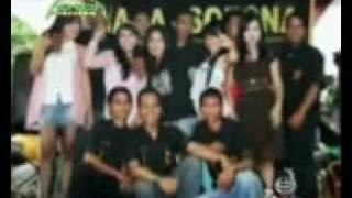 Repeat youtube video Artis Dangdut sumedang Mesum bawah panggung.mp4