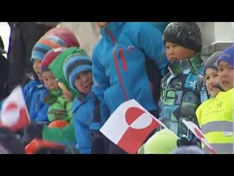 Grønlænderne fejrer Margrethe i bidende kulde og snevejr - DR Nyheder
