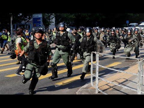 هونغ كونغ: الشرطة تشتبك مع المتظاهرين لمنعهم من تعطيل الملاحة الجوية  - نشر قبل 15 دقيقة