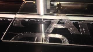 Универсальный плоттер Vicsign-630. Гравировка на оргстекле.(, 2014-04-01T08:54:13.000Z)