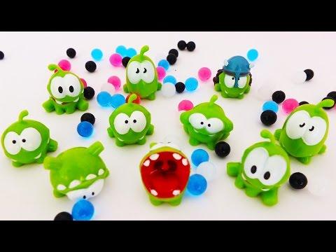 Видео: Ам Ням маленькие игрушки в шариках ORBEEZ Поиграем вместе Видео для малышей