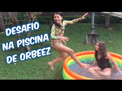 Desafio na Piscina de Orbeez (Ft  Julia Moraes) - Canal Mabi