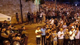 Palestinians pray near contested holy site, Israel to replace metal detectors