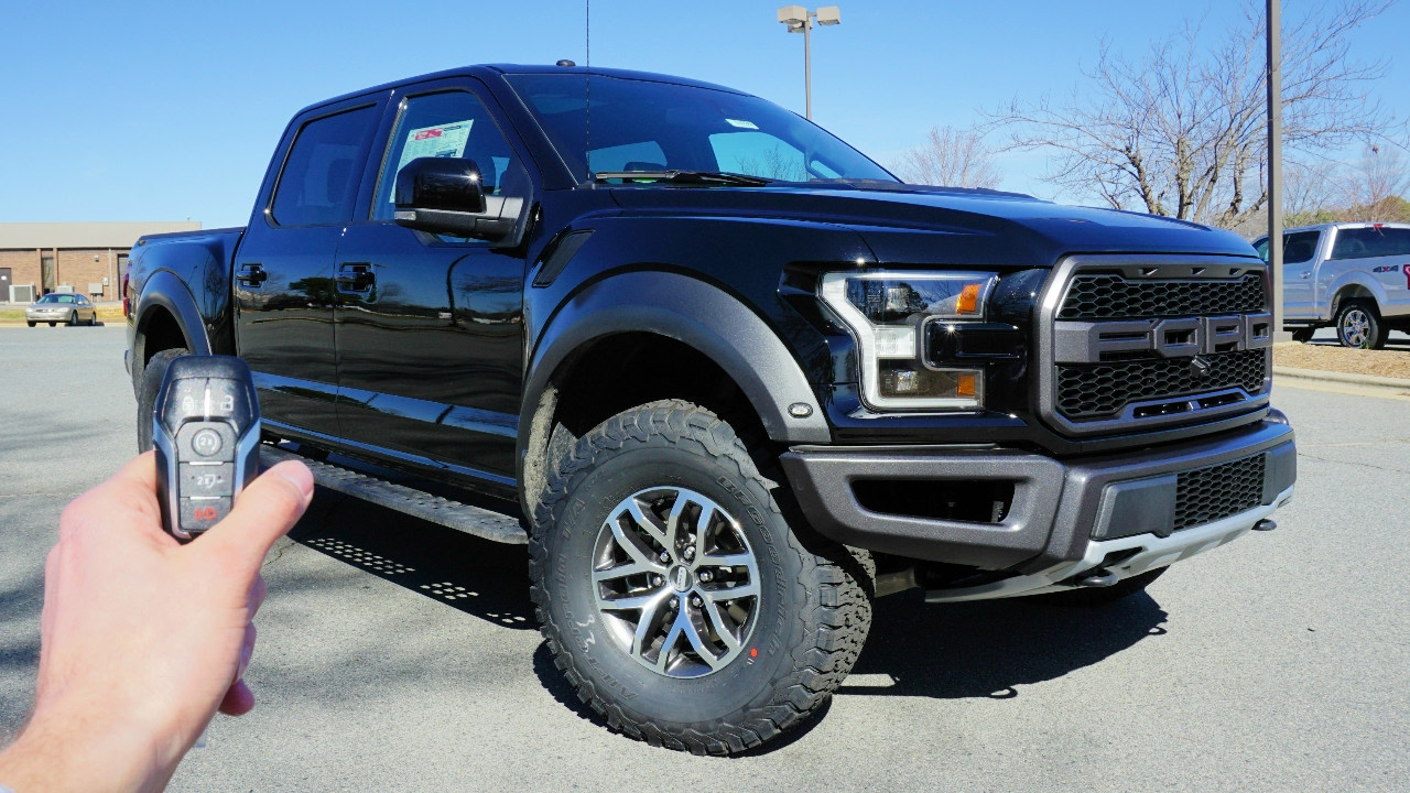 2017 ford f 150 raptor start up exhaust walkaround a doovi. Black Bedroom Furniture Sets. Home Design Ideas