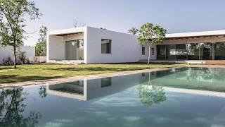 Modern Israeli Home Zigzags its Way through an Enthralling Garden
