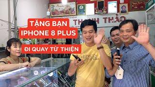 """Khương Dừa """"đầu tư"""" IPhone 8 Plus 11,5 triệu cho bạn thân quay video giúp người"""