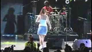 Lily Allen Friday Night and Knock'em Out Live in México