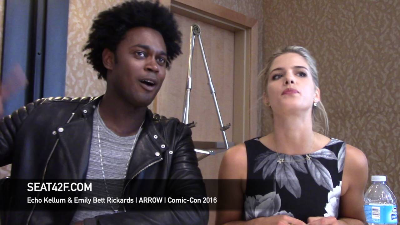 Bett Comic Echo Kellum Emily Bett Rickards Arrow Interview Comic Con 2016